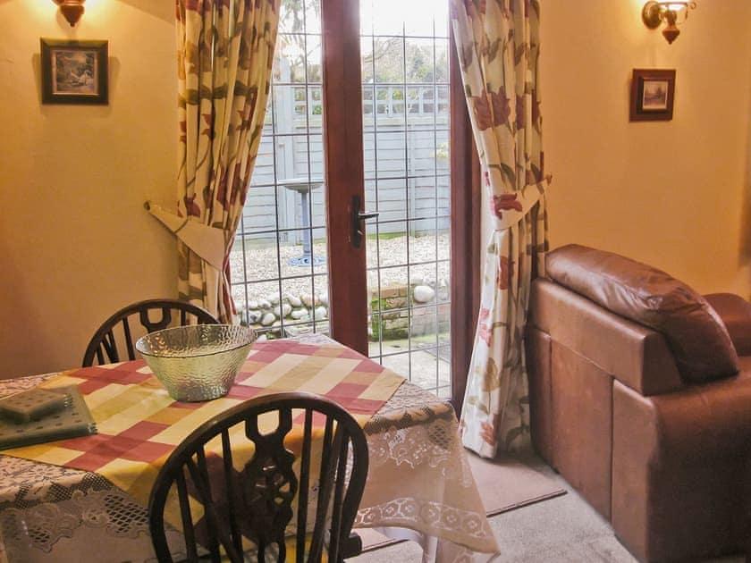 Living room/dining room | Puddleduck Cottage, Thorpe Market