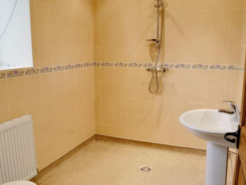 Shower room | Nettleton Grange - Hardwick, Nettleton