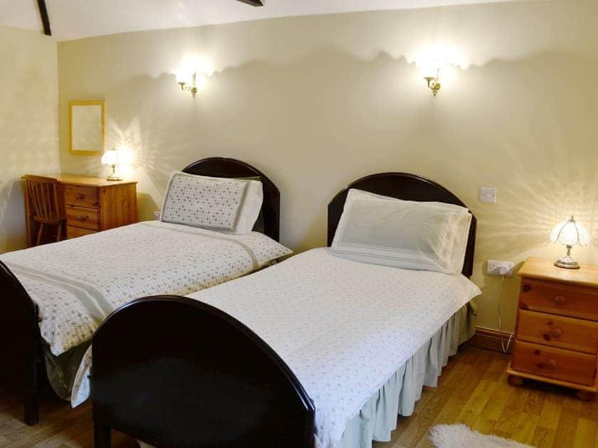 Twin bedroom | Nettleton Grange - Wykham, Nettleton