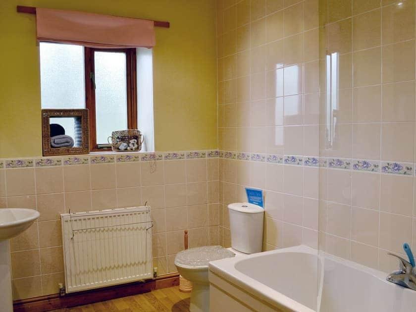 Bathroom | Nettleton Grange - Wykham, Nettleton