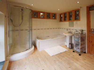 Bathroom | Gelli-Fawr Farm, Cwmgors, Nr Ammanford