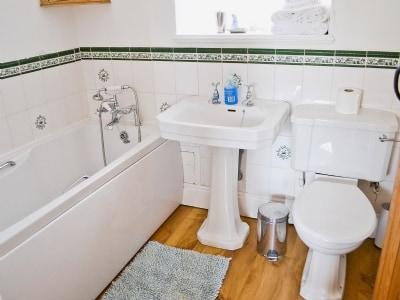 Bathroom | Beckhouse Farm Cottages - Honeysuckle, Cropton, nr. Pickering