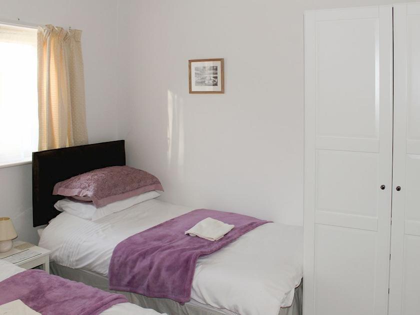 Lovely twin bedroom | Bodwen Corner Cottage, Wootton Bridge
