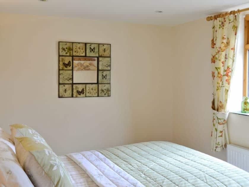 Double bedroom | Yeo Farm Cottages - Honey Cottage, Waterrow, Wiveliscombe, Taunton