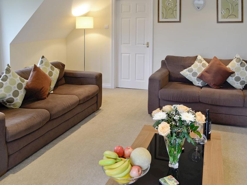 comfortable living room | Lake View Cottage - Rosecraddoc Manor, Liskeard