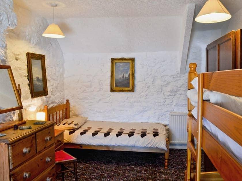 Bunk bedroom | Porth Colmon Farmhouse, Porth Colmon, nr. Pwllheli
