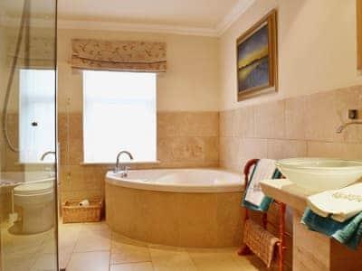 Impressive large en-suite bathroom | Gordons Hall Cottage, Carnbee, near Anstruther
