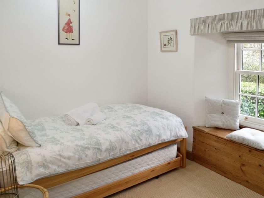 Cosy single bedroom | Norfolk House, Dulverton