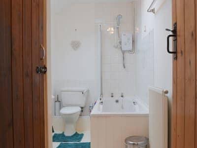 Bathroom | Bronhaul, Dolfach, nr. Llanbrynmair