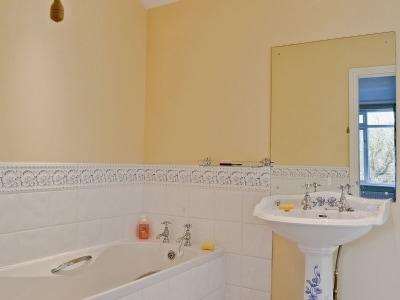Bathroom | The Oaks, Llanwyddyn