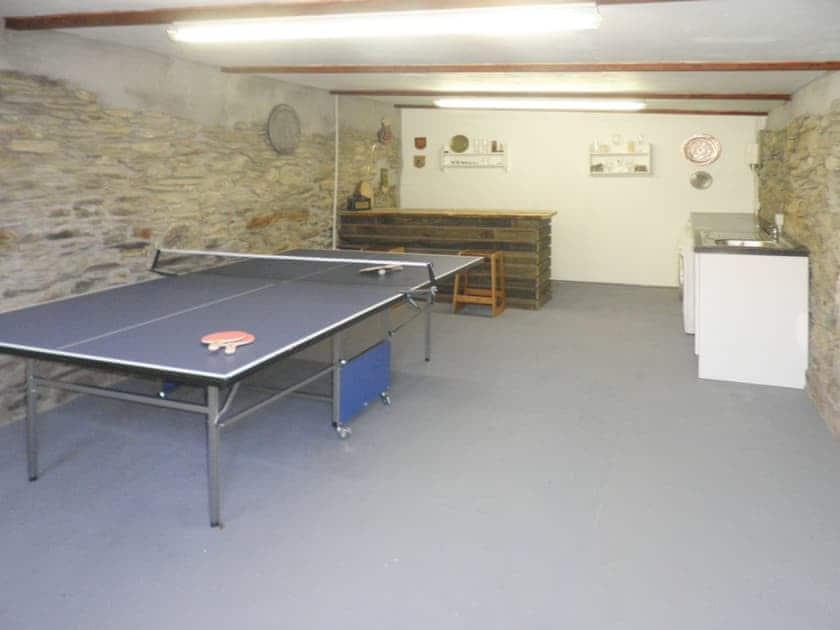 Shared games room/bar/utility room | Lower Millcombe Barns - Primrose, Linkinhorne, nr. Callington
