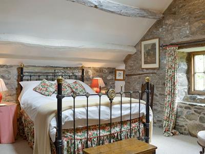 Comfortable double bedroom | The Cottage - Dolgenau, Llawr-y-Glyn, Caersws