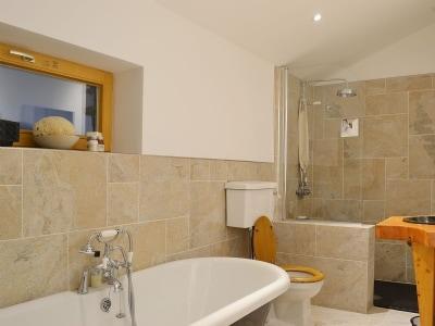 Bathroom | The Hunting Lodge, Kingussie
