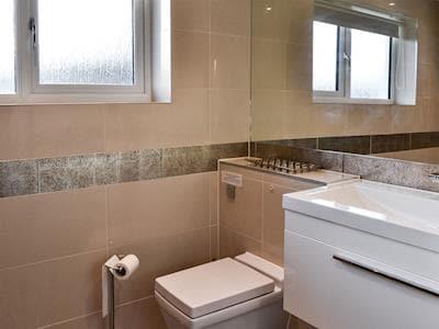 Bathroom | Links Lodge, Longniddry, nr. Edinburgh