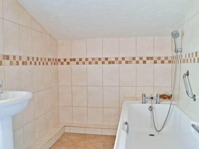 Bathroom | Old Brick Kilns Barney - Stiffkey Barn, Barney, nr. Fakenham