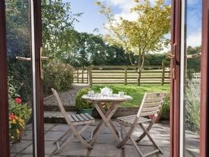 Llwyncrwn Farm Cottages - Hen Hafod