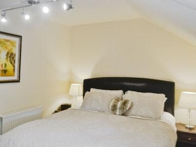 Double bedroom   Blossom Cottage, Pen-y-Cae, nr. Brecon