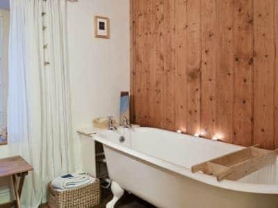 Bathroom | Pentre Bach - Gwesty Pili Pala (Butterfly Hotel), Blaenpennal, Aberystwyth