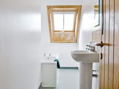 Bathroom | The Hebridean Trust - Alan Stevenson House, Isle of Tiree