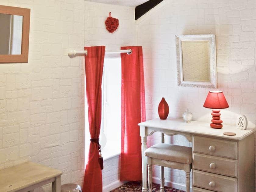 Double bedroom | Rosecraddoc Manor - Gamekeepers, Liskeard