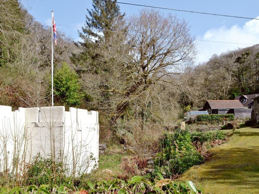 Garden and grounds | Rosecraddoc Manor - Gamekeepers, Liskeard