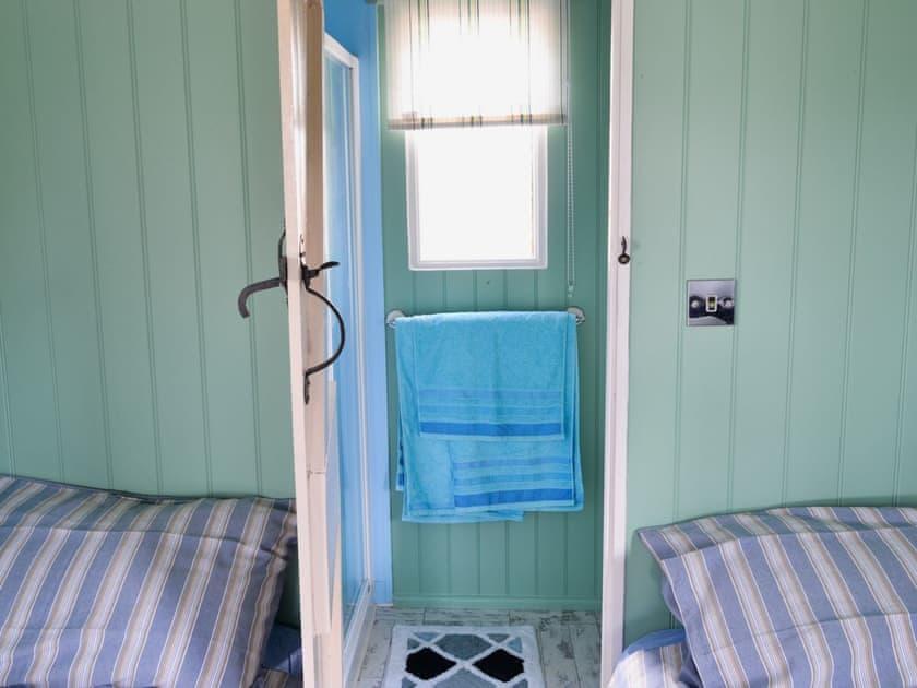 Shower room | Lakeside Hut, Gillingham