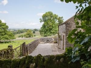 Wolfscote Grange Farm - Cruck Cottage