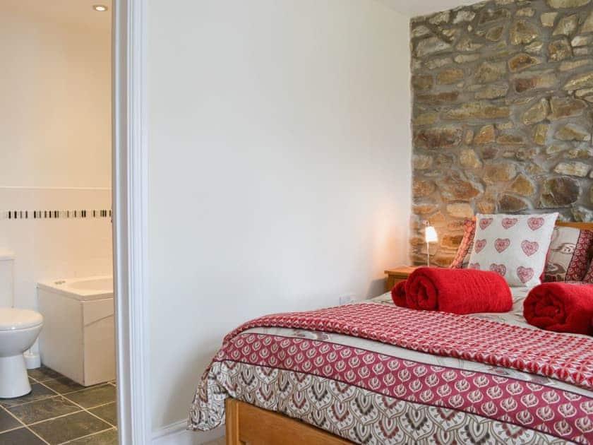 Double bedroom | Penrallt Y Cordde - Yr Ysgubor, Glynarthen, nr. Aberporth