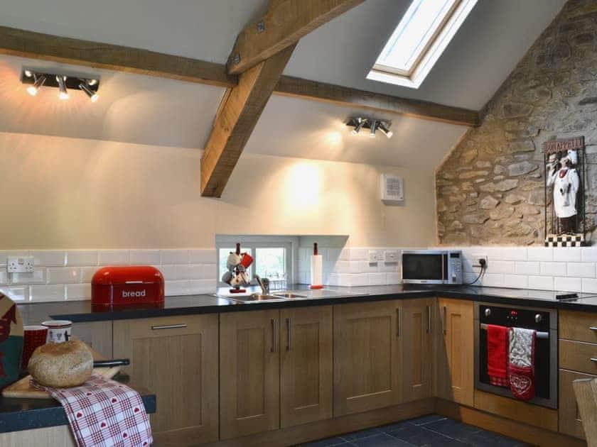 Kitchen | Penrallt Y Cordde - Yr Ysgubor, Glynarthen, nr. Aberporth