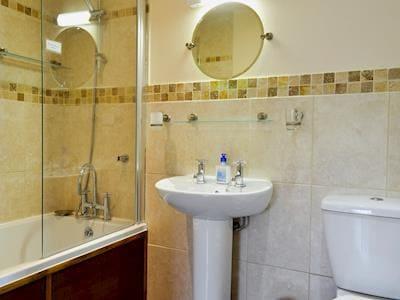 Bathroom | Ysgubor, Tregaron