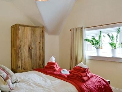 Double bedroom | Faerie Tree Lodge, Aberfoyle