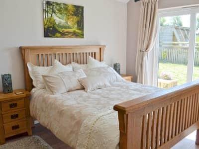 King Size Bed | Beehive Cottage, Bodfari near Denbigh