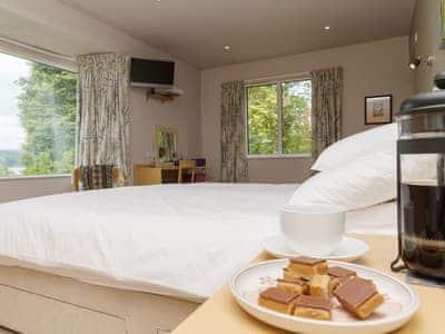 Spacious double bedroom with en-suite and loch views | Carsaig, Brig o'Turk, near Callander