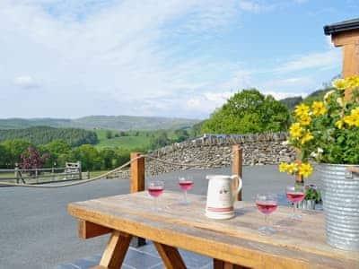 Sitting-out-area | Grofftau Cottages - Golygfa'r Mynydd, Pontrhydfendigaid, nr. Tregaron