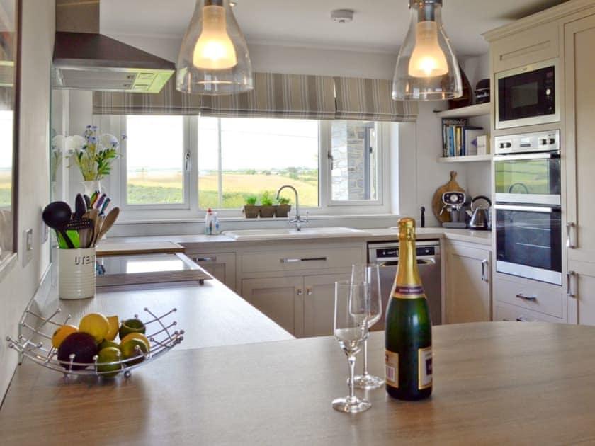 Stylish kitchen | St Illex, Port Gaverne