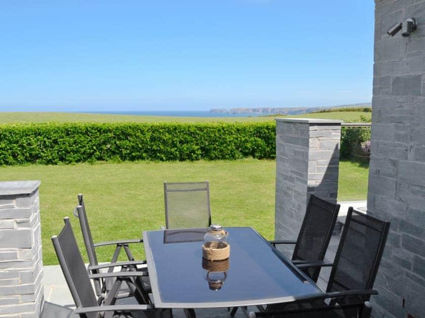 Sitting-out-area | St Illex, Port Gaverne