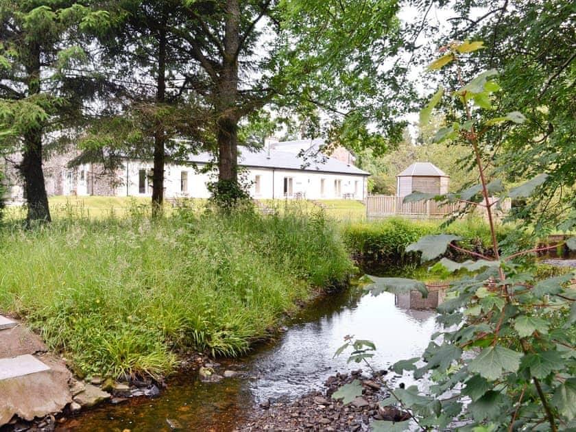 Garden and grounds | Auchendennan - Chestnut Cottage, Arden, Alexandria