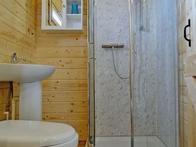 Bathroom   Birdsong Cabin, Breakish near Broadford, Isle of Skye