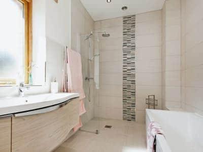 Bathroom | Blackdown Farm, Meadow Barn, Nr. Blackawton, Dartmouth