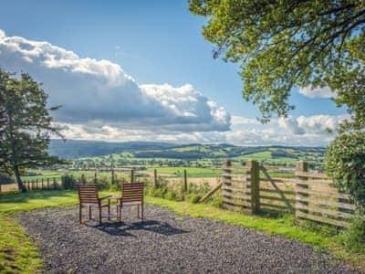 Sitting-out-area | Pen Copi, Trefeglwys, nr. Caersws
