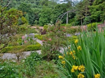 Garden and grounds | Kirkennan Lodge, Palnackie, Castle Douglas
