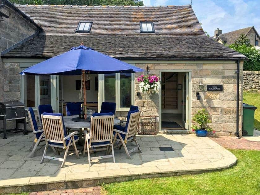 Outdoor eating area | The Granary, Ellastone, nr. Ashbourne