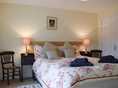 Double bedroom   Glowry Cottage, Gilmerton near Crieff