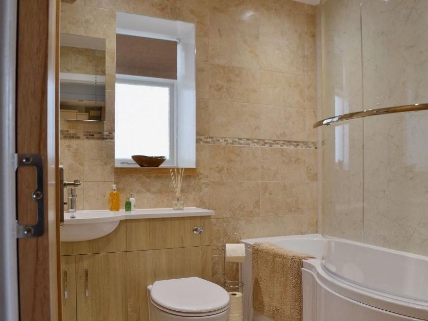 Bathroom | Well Cottage, Ceres near Cupar