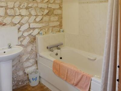 Bathroom | Beacon Farm - Peregrine Cottage, Flamborough