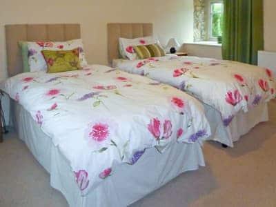 Twin bedroom | Opal Cottage - Basin Howe Farm, Sawdon near Scarborough