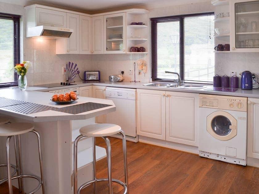Kitchen/diner | Lake View Cottage - Rosecraddoc Manor, Liskeard
