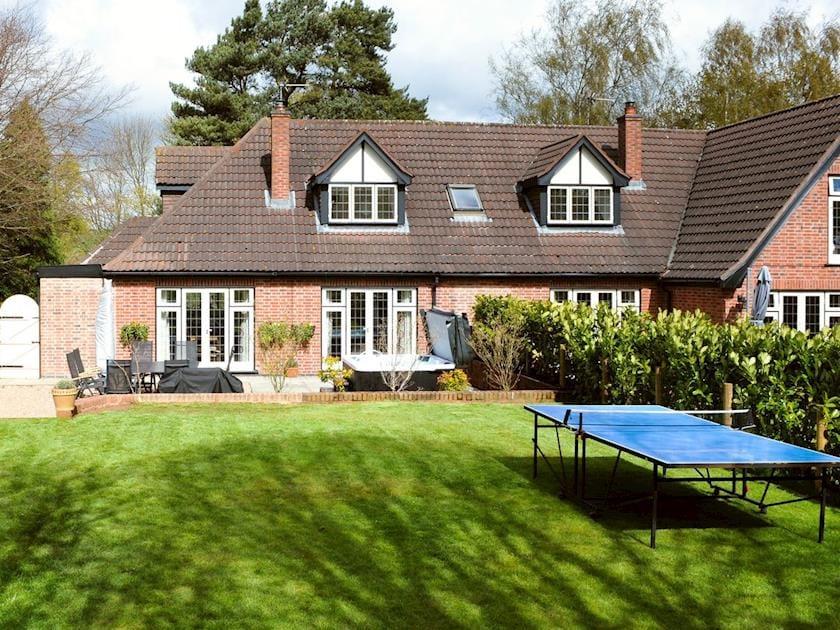 Attractive patio and garden   Lambley Lodge, Lowdham