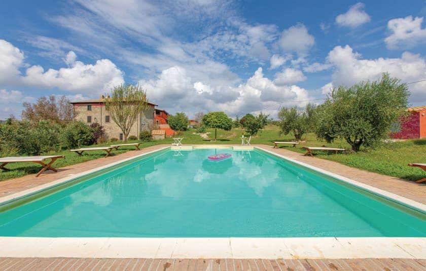Swimming pool   Villa Montefiascone, Montefiascone