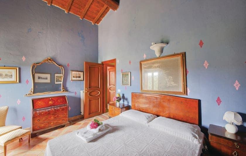 Bedroom   Villa Montefiascone, Montefiascone